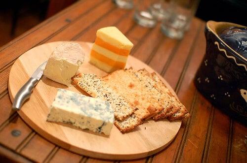 Brânzeturile sunt surse bune de proteine pentru a slăbi