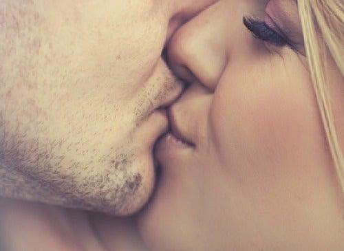 Beneficiile sarutului