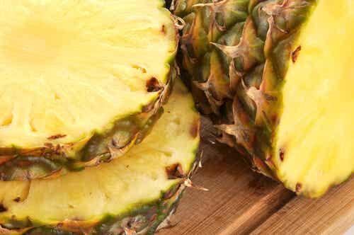 Băuturi delicioase și sănătoase din coaja de ananas