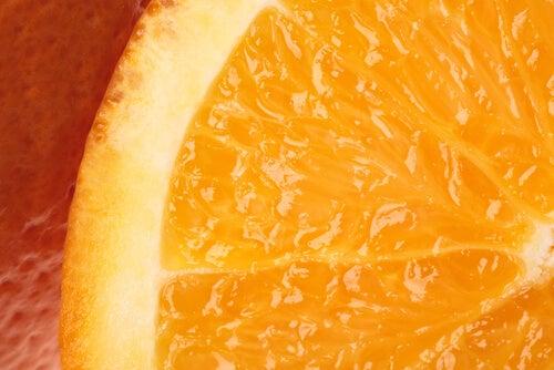 Fructele bogate în vitamina C fac parte dintre acele remedii naturale pentru alungirea genelor