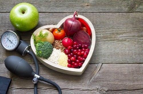 Beneficiile consumului de mere verzi precum menținerea unui ritm cardiac normal