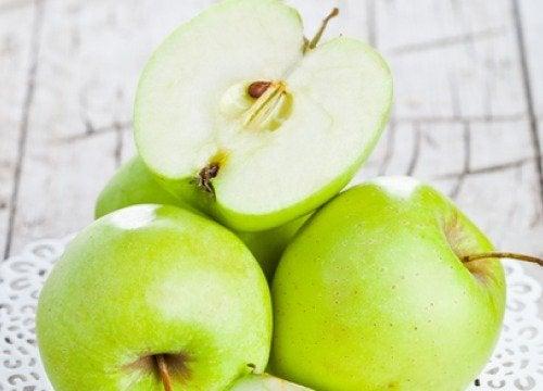 Beneficiile consumului de mere verzi pe stomacul gol