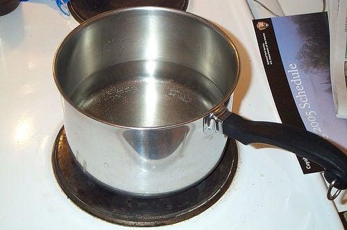 Cureți casa cu oțet și oalele