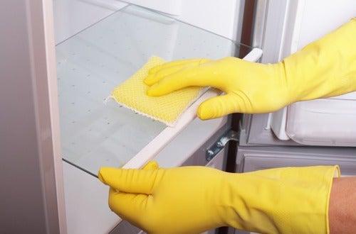 Află cum poți să cureți casa cu oțet
