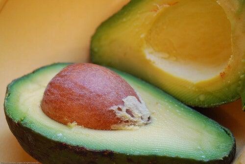 Este benefic să mănânci mai mult avocado și chiar și sâmburele acestuia