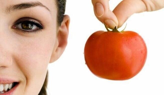 Mască de față din roșii și lămâie