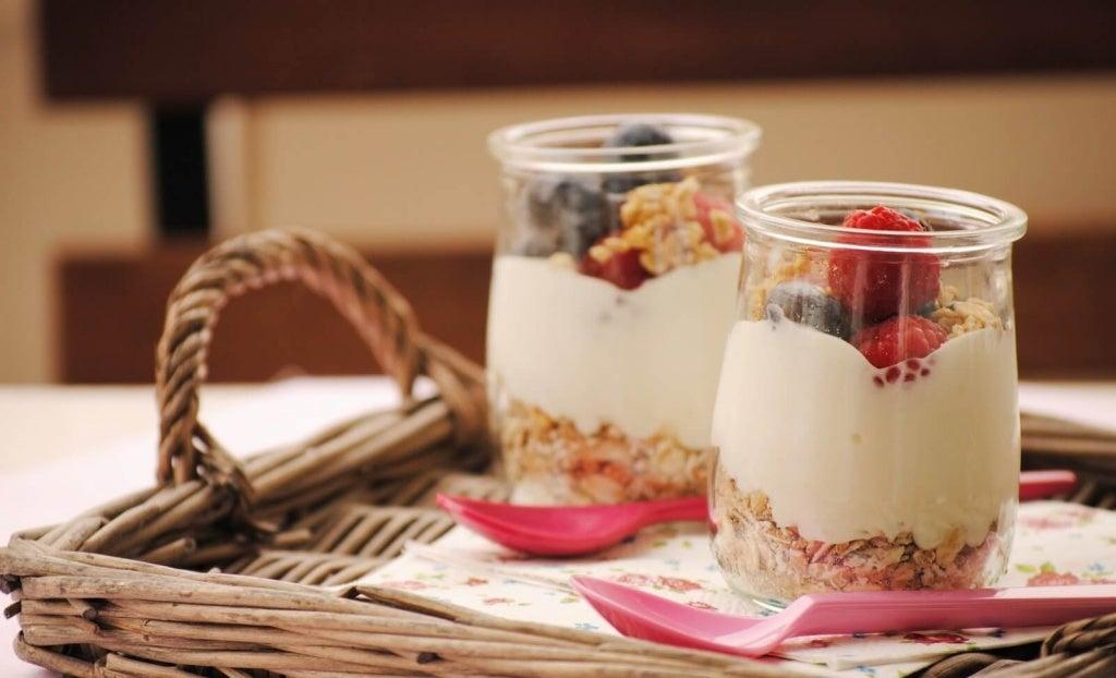 Mic dejun apetisant cu cereale și fructe