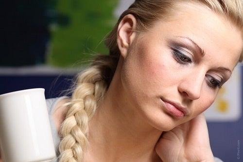 Femeie ce suferă de oboseală