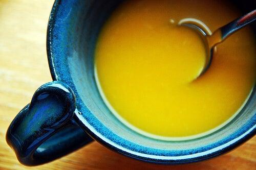 Preparare supă de ceapă