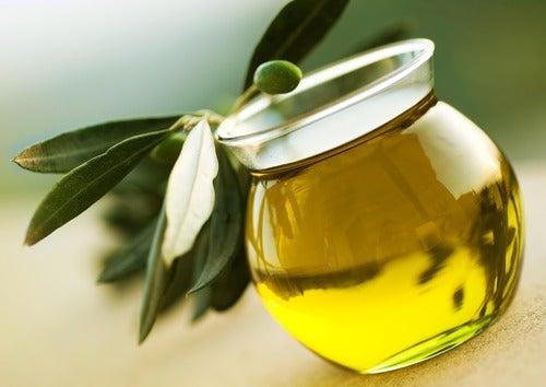 Ulei de măsline în creme pentru păr mătăsos