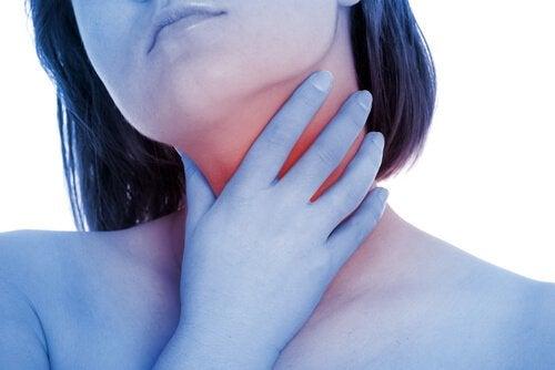 Uleiul de măsline ameliorează iritațiile în gât
