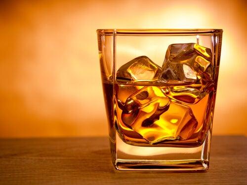 Ține sub control colesterolul evitând băuturile alcoolice