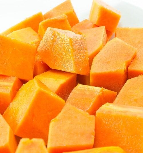 Alimente care hidratează pielea precum papaya