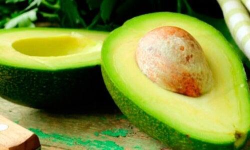 Avocado ca ingredient în balsamuri de păr naturale