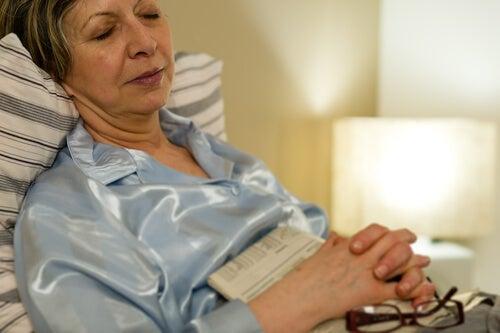 Sfaturi pentru bătrâni pentru a adormi mai repede