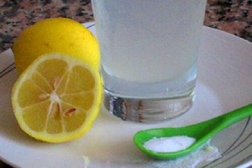 3 băuturi cu lămâie pe care le poți savura dimineața