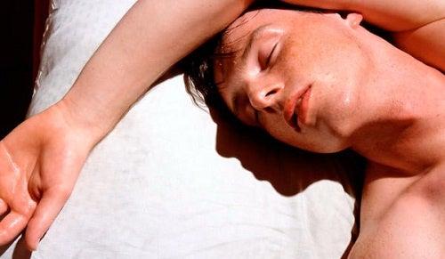 Cauze ale transpirației nocturne și remedii