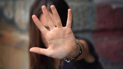Relații toxice cu familia și cum să vă apărați