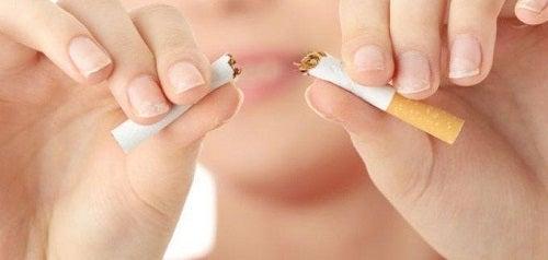 Renunță la fumat și consumă gelatină pentru refacerea pielii