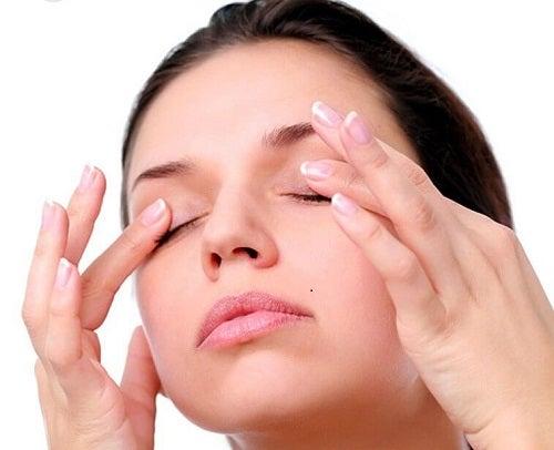 Hidratarea pielii include și zona ochilor