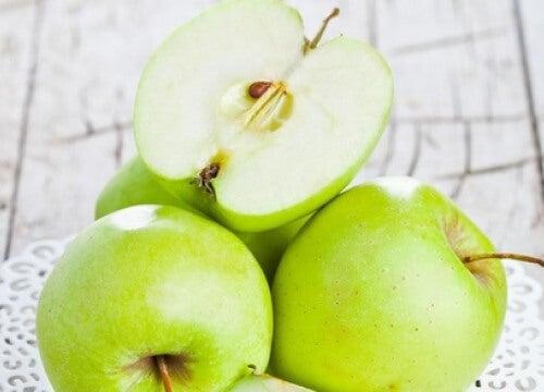 Un măr pe zi previne obezitatea?