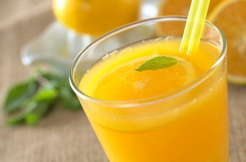 Remedii pentru venele în pânză de păianjen precum sucul de portocale