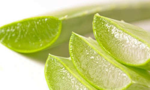 Gel de aloe vera ca tratament pentru petele de pe mâini