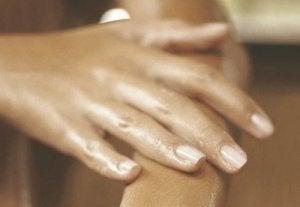 îndepărtarea umflarea articulațiilor mâinilor