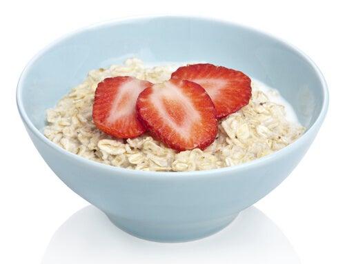 Cereale ce te ajută să slăbești și căpșuni
