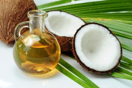 Ulei de cocos în remedii naturale pentru părul rebel
