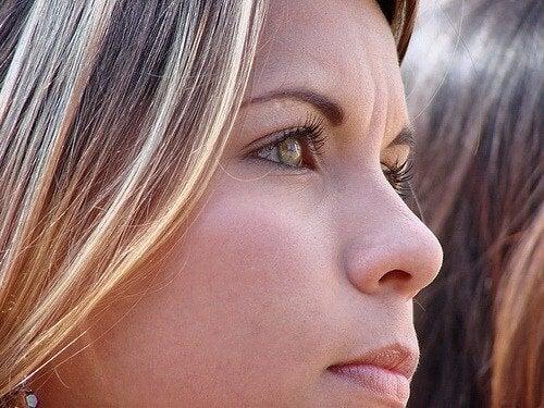 Curățarea feței seara este benefică pentru piele