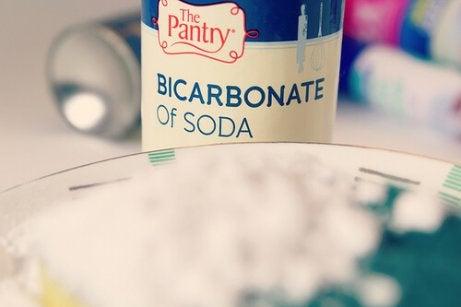 Curățenie cu bicarbonat de sodiu pudră