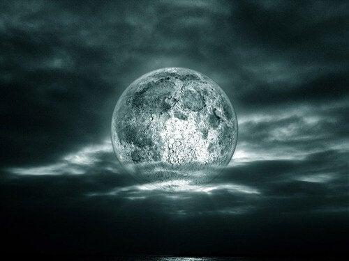 Este adevărat că luna îți afectează viața?