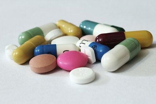 Anumite medicamente pot fi cauze ale durerii de stomac