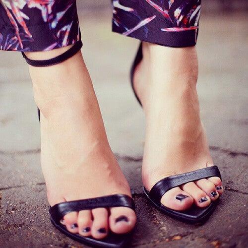 Mirosul neplăcut din pantofi cu tocuri înalte