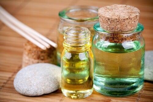 Uleiuri pentru păr folosite pentru a elimina mirosul neplăcut din pantofi