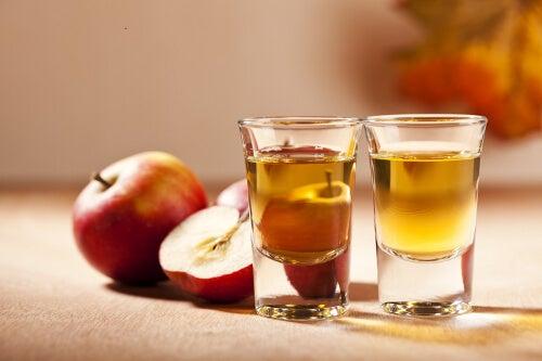 Oțetul de mere în pahar