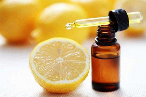 Petele de pe mâini: ulei de măsline și lămâie