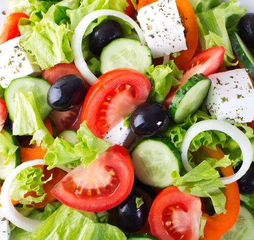 Salate ca remedii naturiste pentru constipație