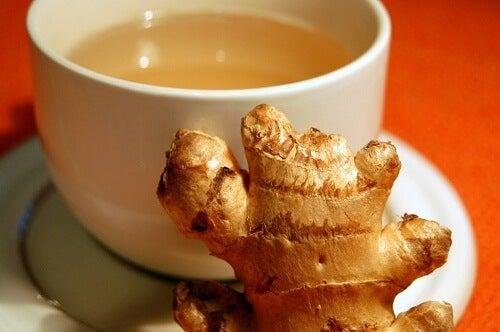 Remedii pentru colita ulcerativă precum ceaiul de ghimbir