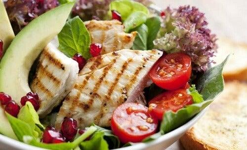 Salată de pui pentru slăbire