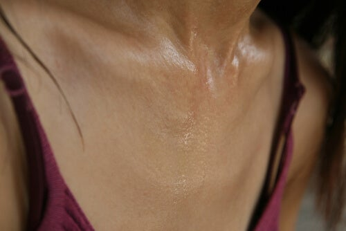 Transpirația excesivă: piept transpirat