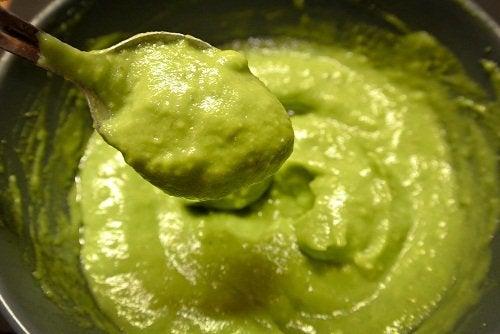Avocado pentru fire de păr alb