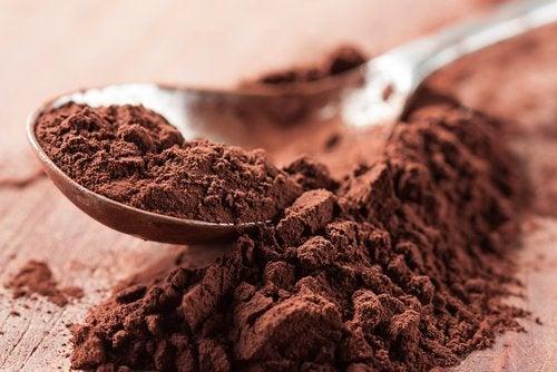 Lingură cu pudră de cacao