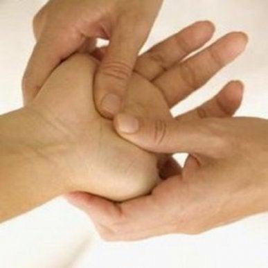 senzație de furnicături la nivelul picioarelor și picioarelor inferioare