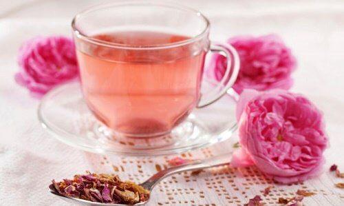 Ceai de trandafir pentru a slăbi seara