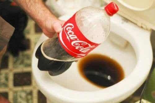 13 moduri de a folosi Coca Cola