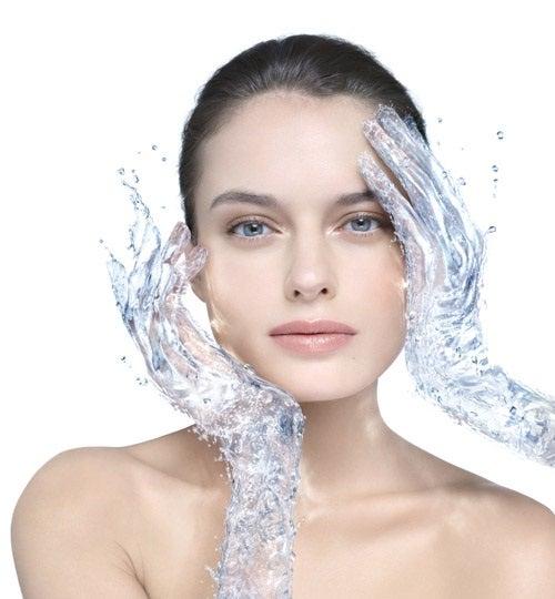 Cum să prepari apă micelară pentru curățarea feței