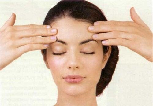 5 exerciții pentru a-ți tonifia fața