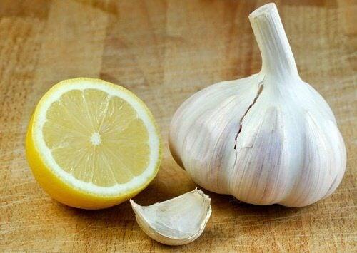 Infecțiile gâtului: usturoi și lămâie